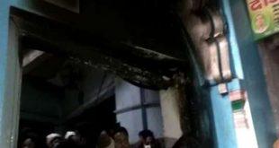 कासगंज के धार्मिक स्थल के दरवाजे पर आग लगाने से फिर बढ़ा तनाव