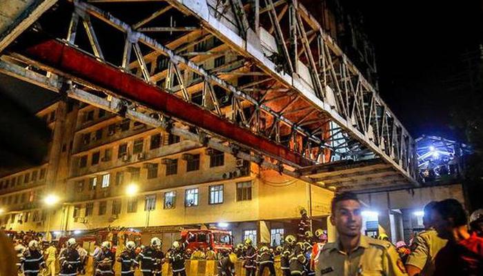 मुंबई फुटओवर ब्रिज हादसा: पुल को 6 महीने पहले ही मिला था 'फिटनेस' सर्टिफिकेट