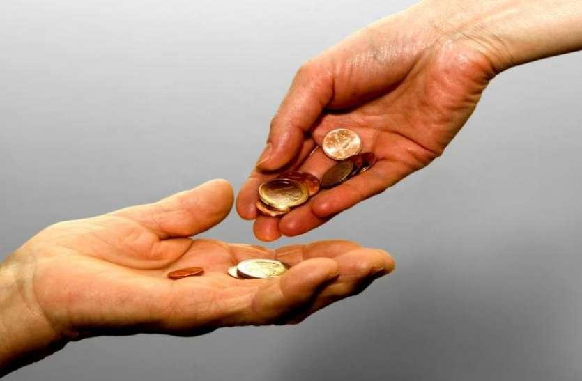 इंसान के पतन का कारण बनती हैं ये 10 बुरी आदतें, हो जाता है धन का नाश