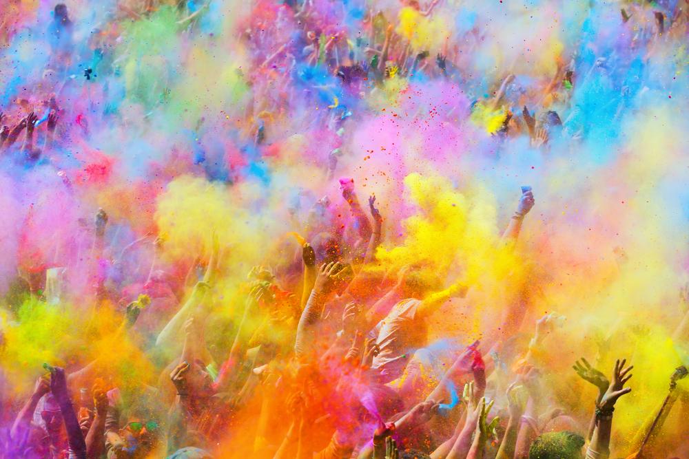 Holi 2019: हाथ पीले नहीं हो रहे या सूनी है गोद, तो ज्योतिषशास्त्र के अनुसार इन रंगों से खेलें होली
